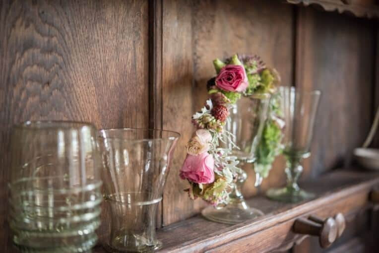 Hochzeitsinspiration: Märchenhochzeit im Schloss (Styled Shooting, Schoss Hofstetten), Blumenkranz der Braut | marygoesround.de