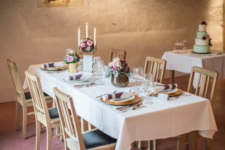 Hochzeitsinspiration: Märchenhochzeit im Schloss (Styled Shooting, Schoss Hofstetten), Tischdekoration | marygoesround.de