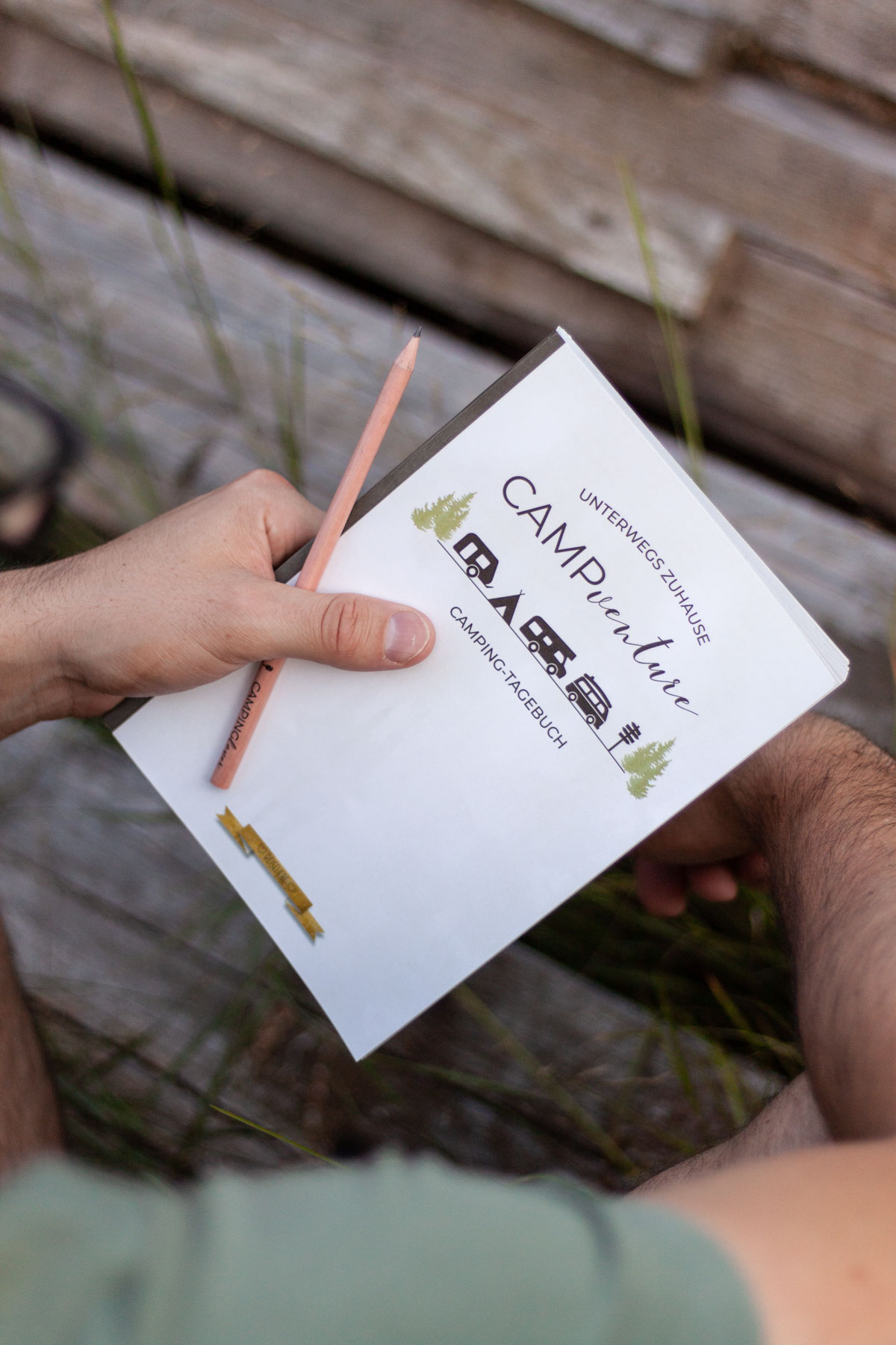 Camping-Tagebuch und Bleistift: Weihanchtsgeschenk für Camper