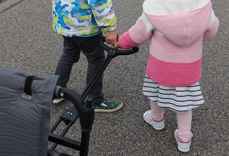 Maximale Flexibilität auf Reisen mit Kindern mit dem Bollerwagen | marygoesround®