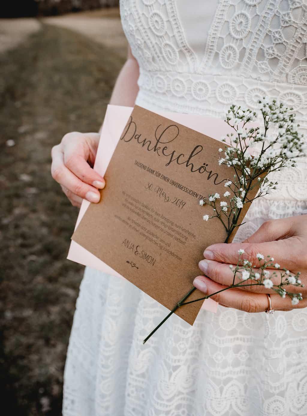Hochzeitsinspiration Red Velvet, Dankeskarte auf Kraftpapier | marygoesround.de