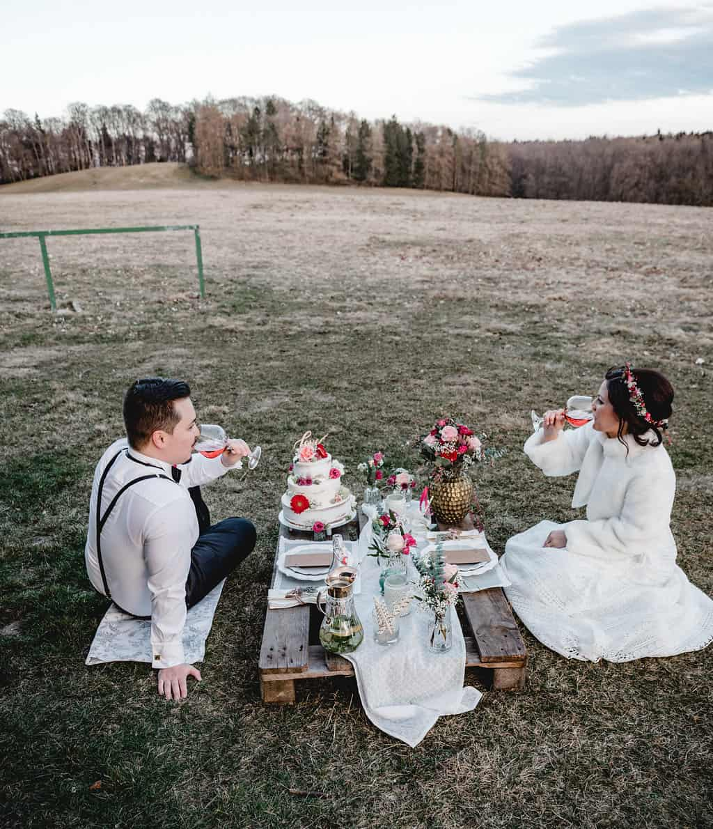 Hochzeitsinspiration Red Velvet, Brautpaar-Shooting - Picknick zu zweit | marygoesround.de