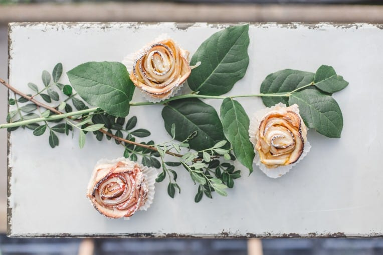 Hochzeitsinspiration: Elegant Olive (Sweets Table) | marygoesround.de
