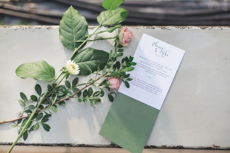 Hochzeitsinspiration: Elegant Olive (Hochzeitseinladung) | marygoesround.de