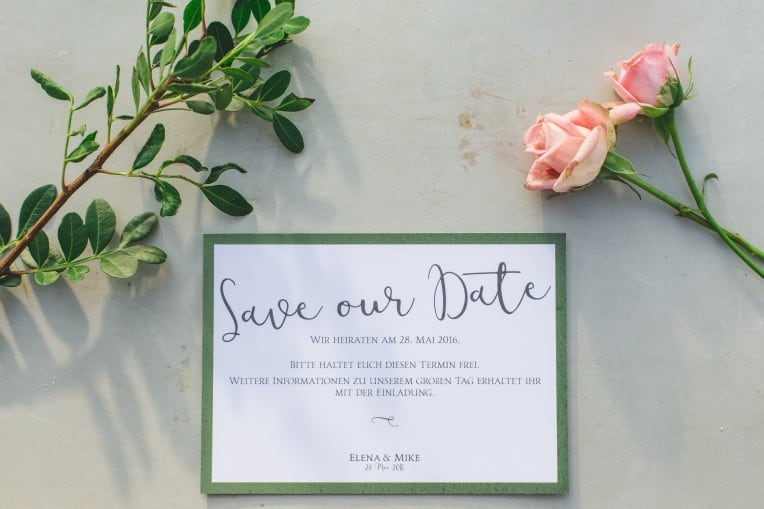Hochzeitsinspiration: Elegant Olive (Save-the-Date-Karte) | marygoesround.de
