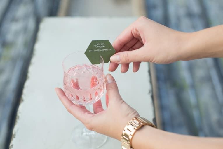 Hochzeitsinspiration: Elegant Olive (Tanzflächenregeln / Dance Floor Rules und Glasmarkierer) | marygoesround.de