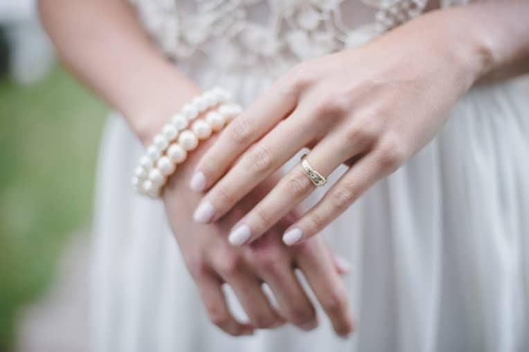 Hochzeitsinspiration: Elegant Olive (Brautschmuck) | marygoesround.de