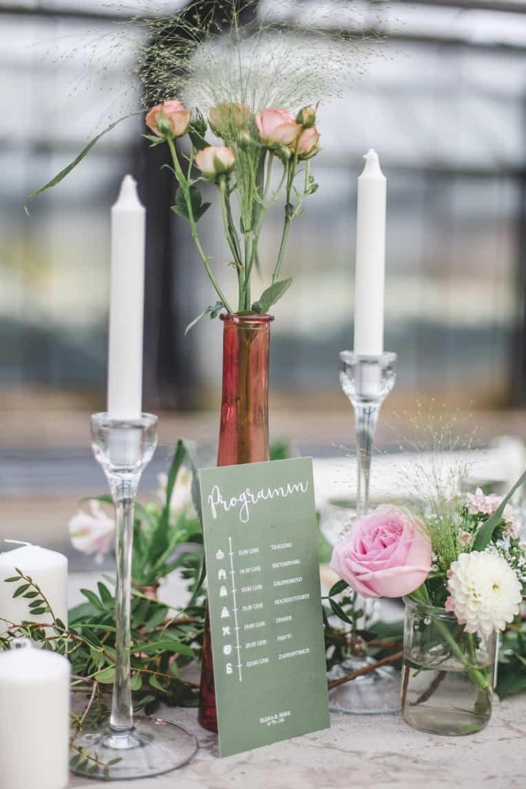 Hochzeitsinspiration: Elegant Olive (Blumenschmuss, Tischdeko) | marygoesround.de