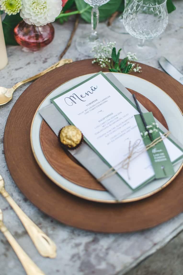 Hochzeitsinspiration: Elegant Olive (Tischdeko, Menükarten, Wunderkerzenhalter) | marygoesround.de