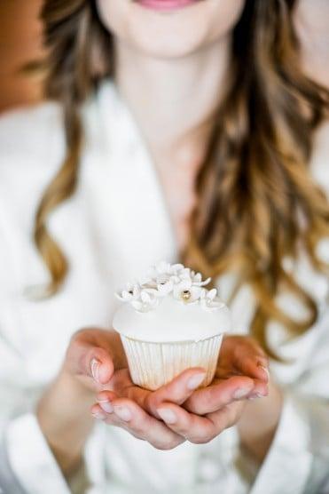 Hochzeitsinspiration: Grau küsst Lila (Zürichsee), Cupcake | marygoesround.de