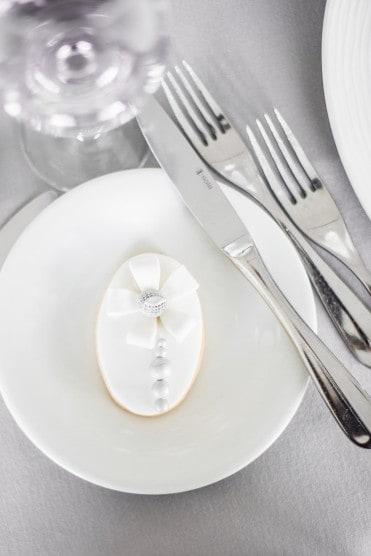 Hochzeitsinspiration: Grau küsst Lila (Zürichsee), Tischdekoration | marygoesround.de