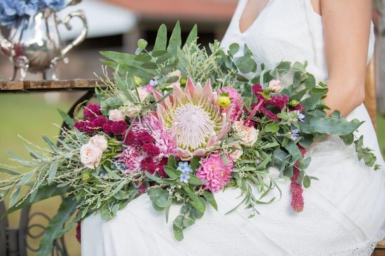 Hochzeitsinspiration: Boho-Backyard-Wedding / romantische Gartenhochzeit, Brautstrauß Boho | marygoesround.de