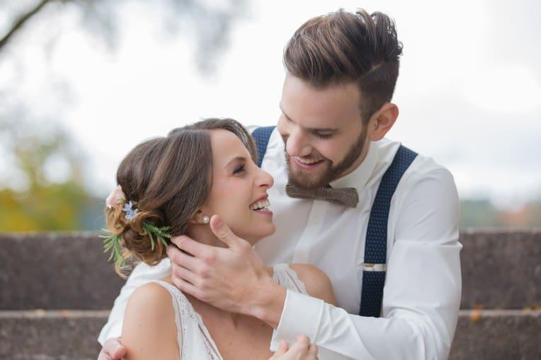 Hochzeitsinspiration: Boho-Backyard-Wedding / romantische Gartenhochzeit, Brautpaarshooting | marygoesround.de