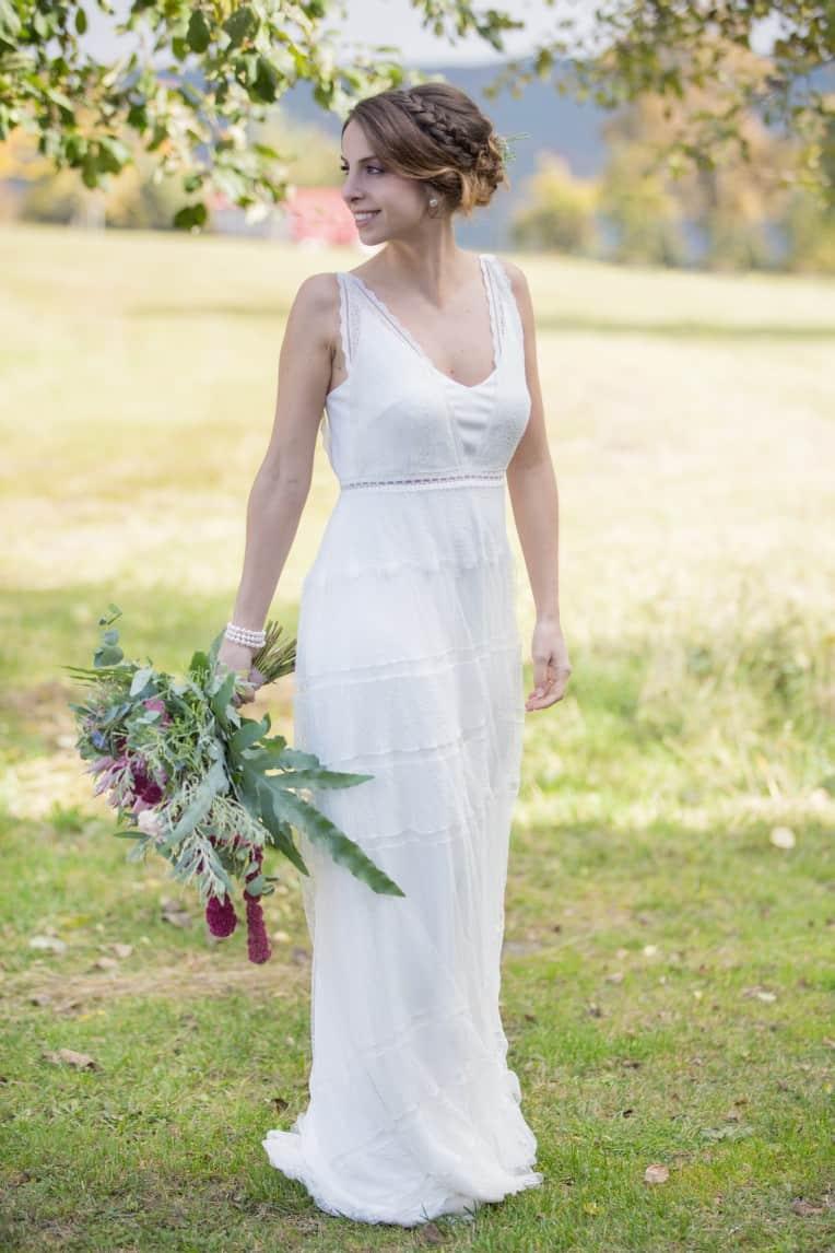 Hochzeitsinspiration: Boho-Backyard-Wedding / romantische Gartenhochzeit, Braut | marygoesround.de