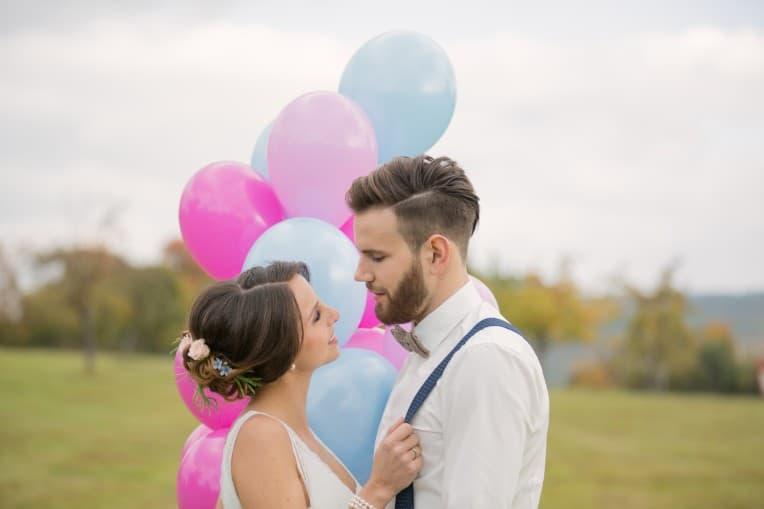 Hochzeitsinspiration: Boho-Backyard-Wedding / romantische Gartenhochzeit, Hochzeitsballons | marygoesround.de