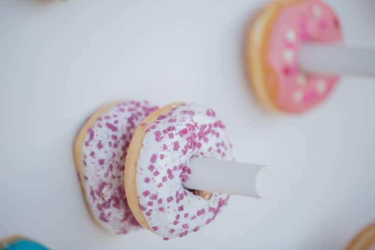 Hochzeitsinspiration: Boho-Backyard-Wedding / romantische Gartenhochzeit, Donuts | marygoesround.de
