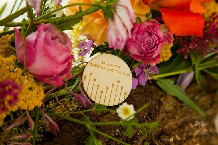 Hochzeitsinspiration: Boho Festival, individuelle Hochzeitsdeko aus Holz | marygoesround.de