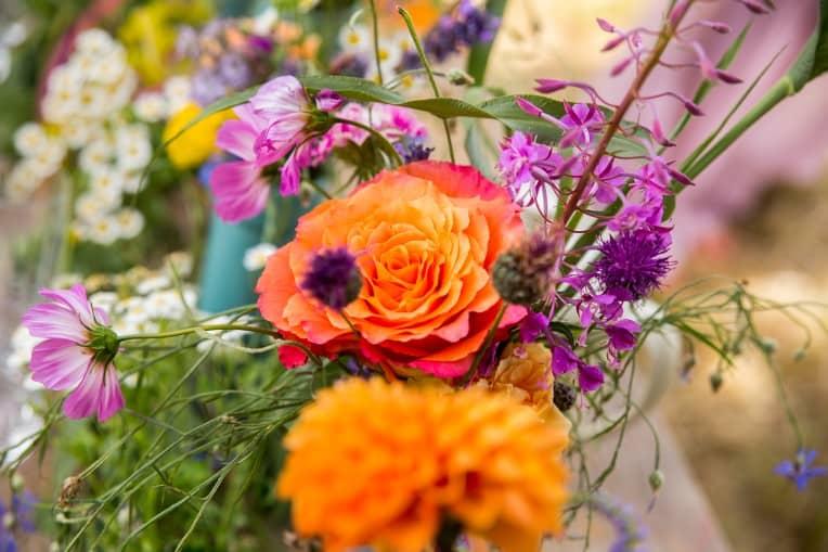Hochzeitsinspiration: Boho Festival, Bunte Blumen | marygoesround.de