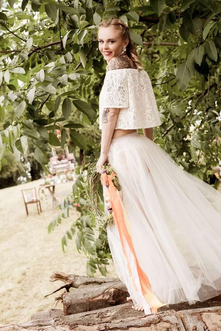 Hochzeitsinspiration: Boho Festival, zweiteiliges Brautkleid im Boho-Stil | marygoesround.de