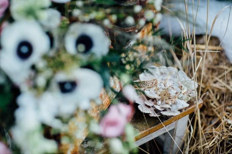 Hochzeitsinspiration: First Love - Märchenhaft heiraten, Brautschmuck. Hochzeitsdeko | marygoesround.de