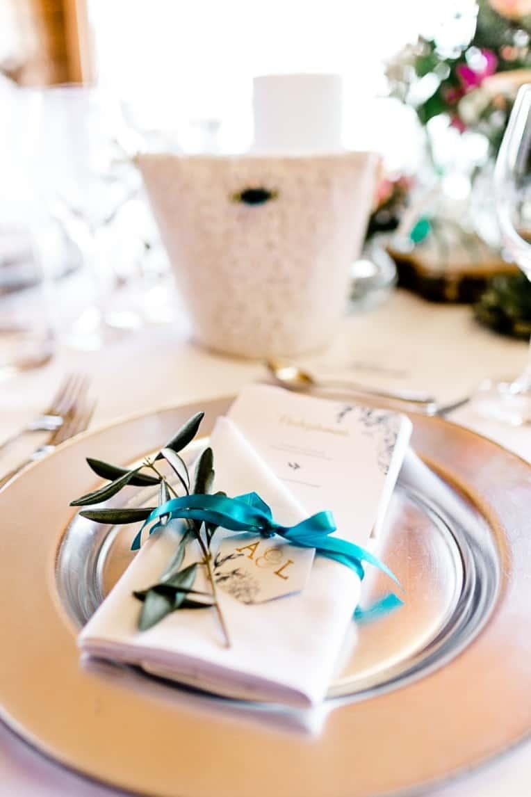 Hochzeitsinspiration: Frühlingserwachen am Tegernsee (Brauttisch, Brauttascherl) | marygoesround.de
