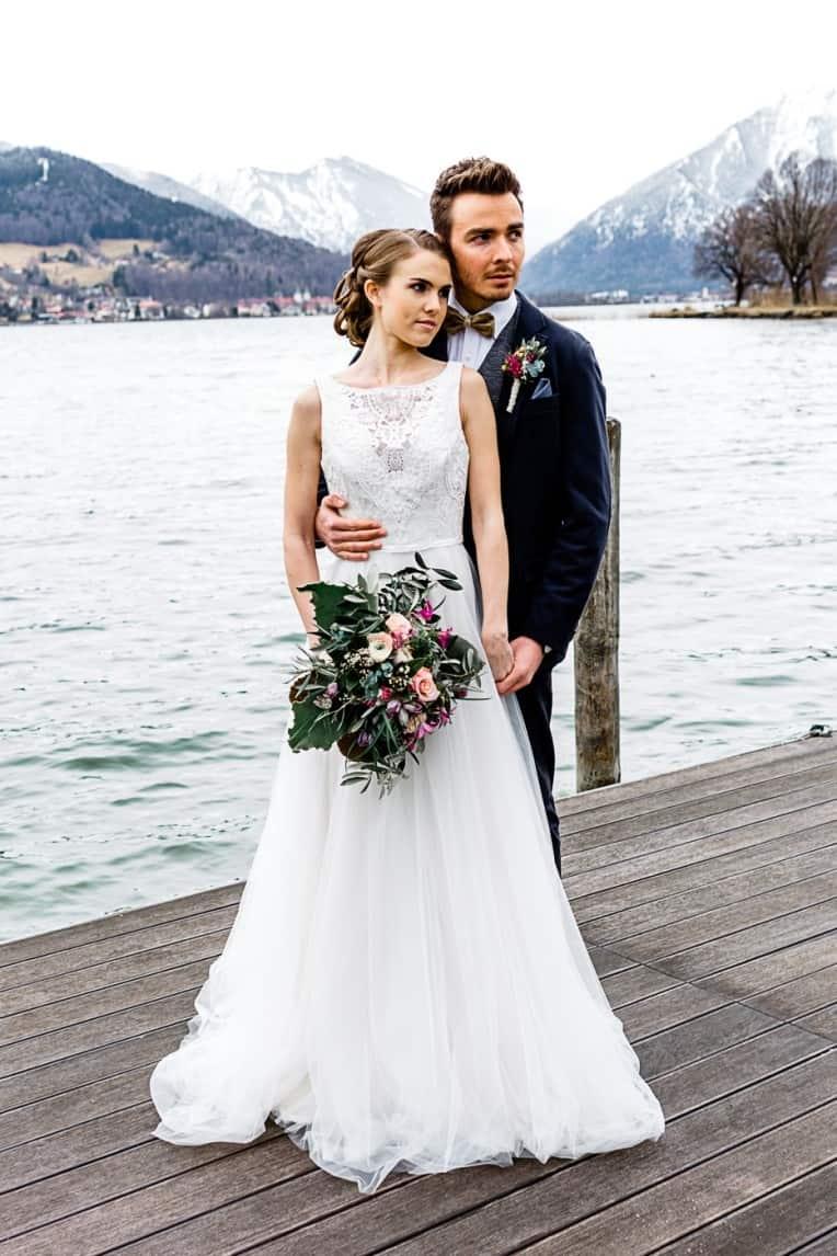 Hochzeitsinspiration: Frühlingserwachen am Tegernsee (Paarshooting am Steg) | marygoesround.de