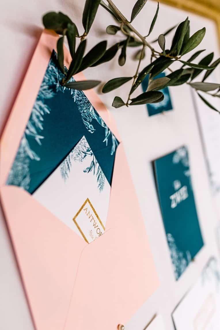 Hochzeitsinspiration: Frühlingserwachen am Tegernsee (Hochzeitspapeterie, Umschlag mit Inlay und Antwortkarte) | marygoesround.de