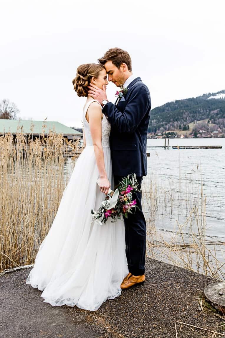 Hochzeitsinspiration: Frühlingserwachen am Tegernsee (Hochzeitskuss) | marygoesround.de