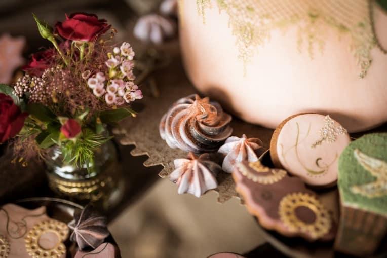 Hochzeitsinspiration: Steampunk, Sweets Table, Hochzeitstorte | marygoesround.de