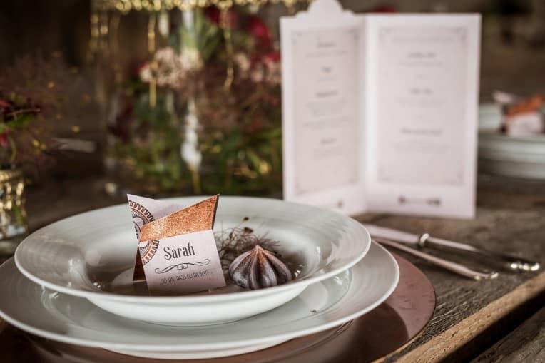 Hochzeitsinspiration: Steampunk, Tischdekoration, Platzkarte & Menükarte | marygoesround.de