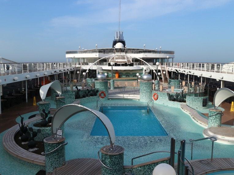 Menschenleeres Freideck auf dem Kreuzfahrtschiff | marygoesround®