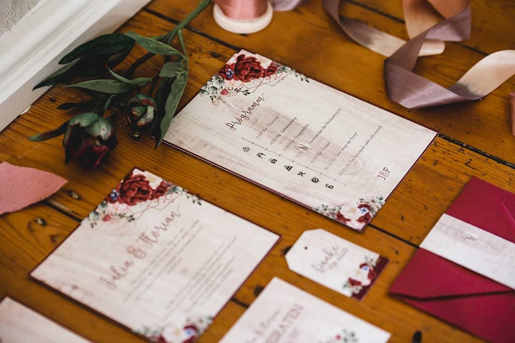 Hochzeitsinspiration: Boho Finesse, Marsala-Gold, Papeterieset - Detail des Tagesablaufs | marygoesround.de