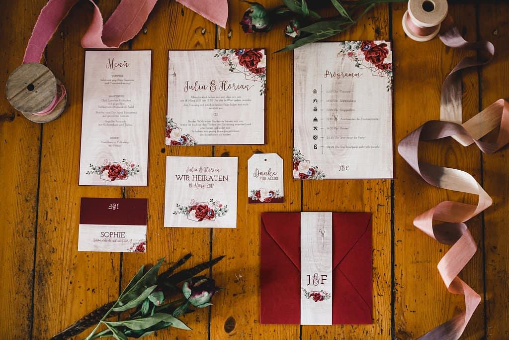 Hochzeitsinspiration: Boho Finesse, Marsala-Gold, Papeterieset | marygoesround.de