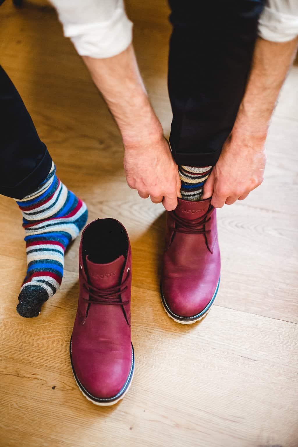 Hochzeitsinspiration: Boho Finesse, Marsala-Gold, rote Schuhe und bunte Socken | marygoesround.de