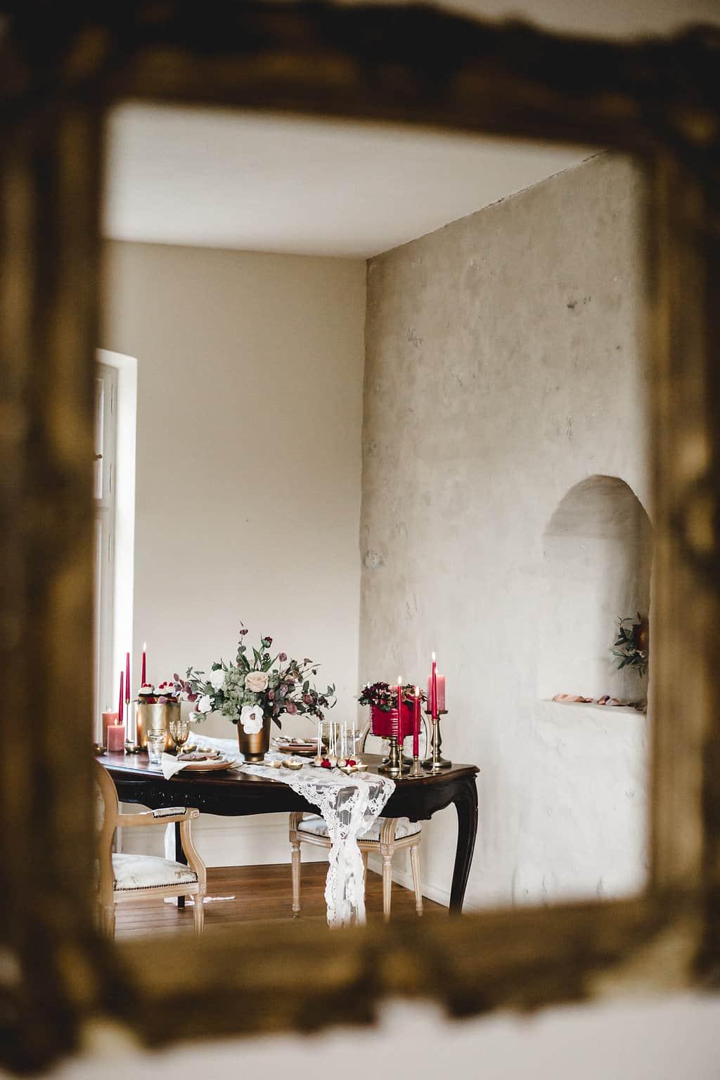Hochzeitsinspiration: Boho Finesse, Marsala-Gold, Brauttisch | marygoesround.de