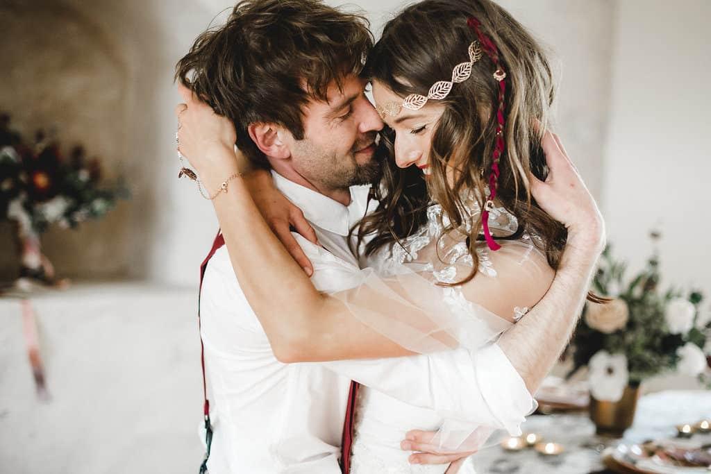 Hochzeitsinspiration: Boho Finesse, Marsala-Gold, Hochzeitstanz | marygoesround.de