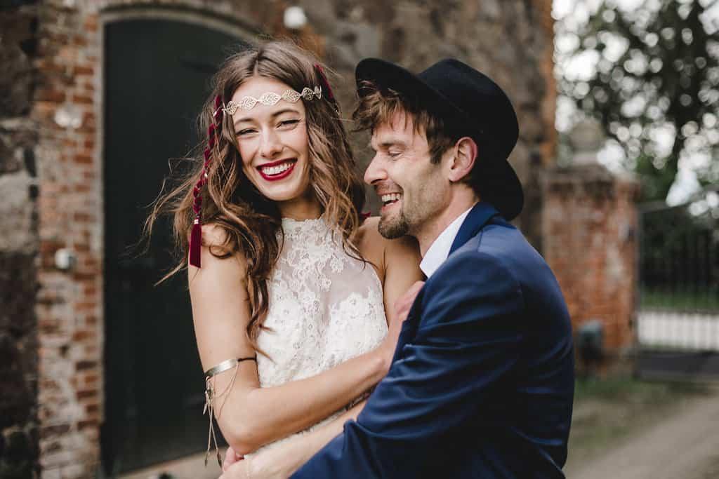 Hochzeitsinspiration: Boho Finesse, Marsala-Gold, Lebensfreude | marygoesround.de