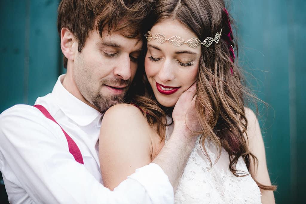 Hochzeitsinspiration: Boho Finesse, Marsala-Gold, Brautpaar | marygoesround.de