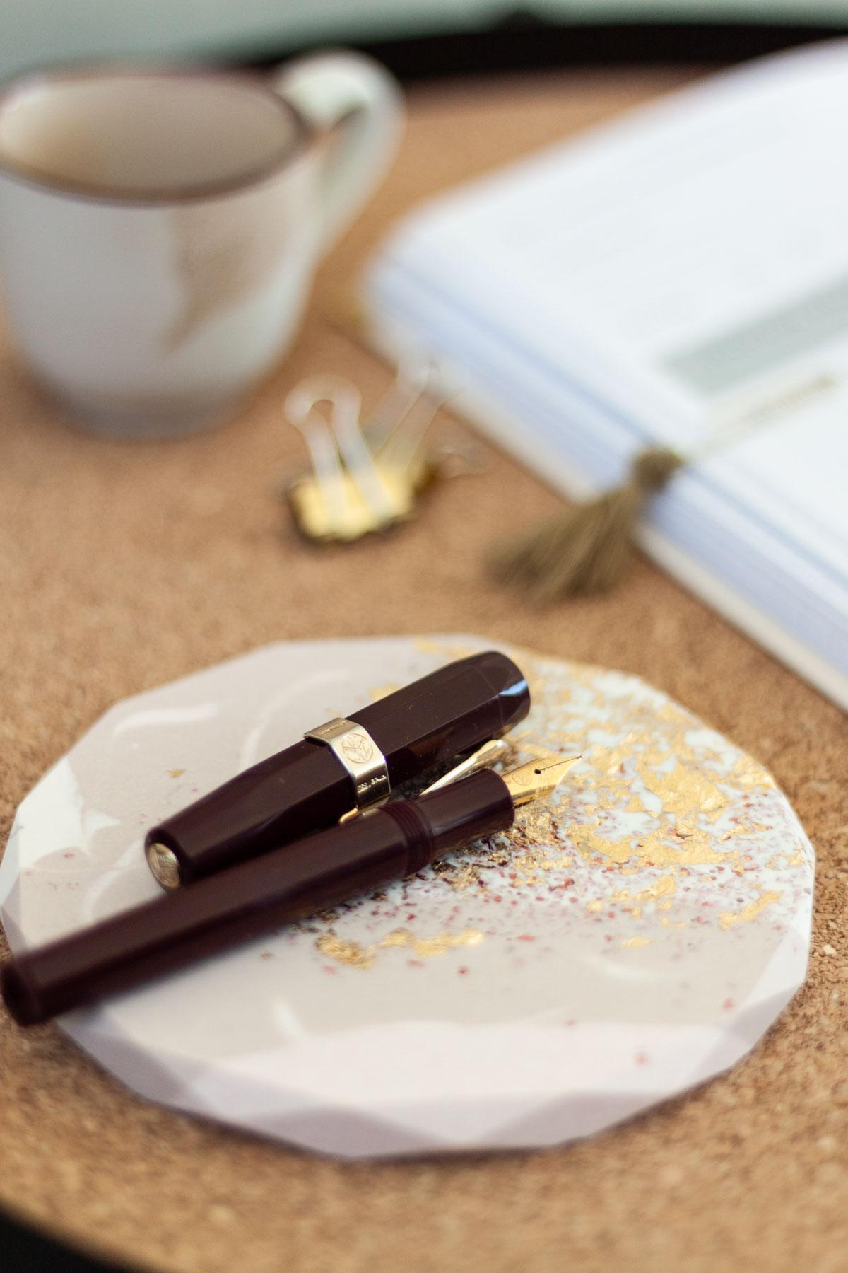 Handgefertigte Stiftablage für den Schreibtisch